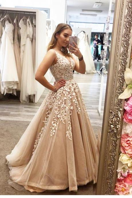 Beaded Prom Dresses 2019 V Neck Lace Applique Champagne Prom Gown Robe De Soiree